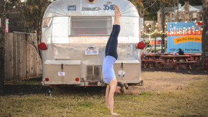 leahculllis-handstand-april